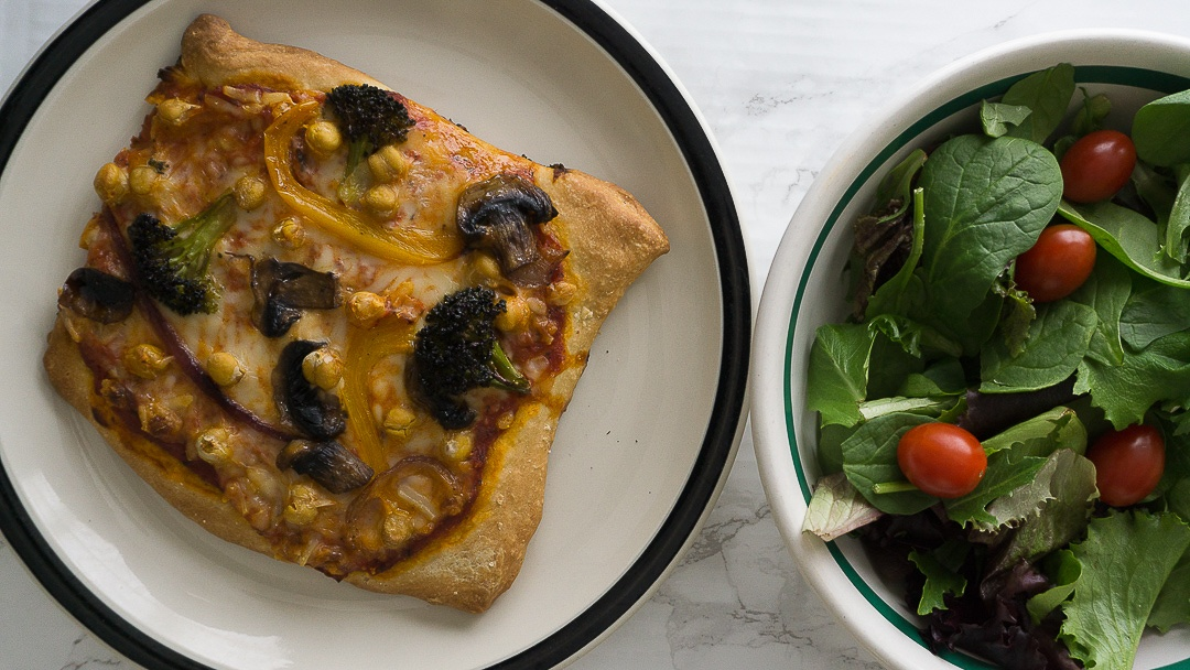 chickpea and vegetable pizze