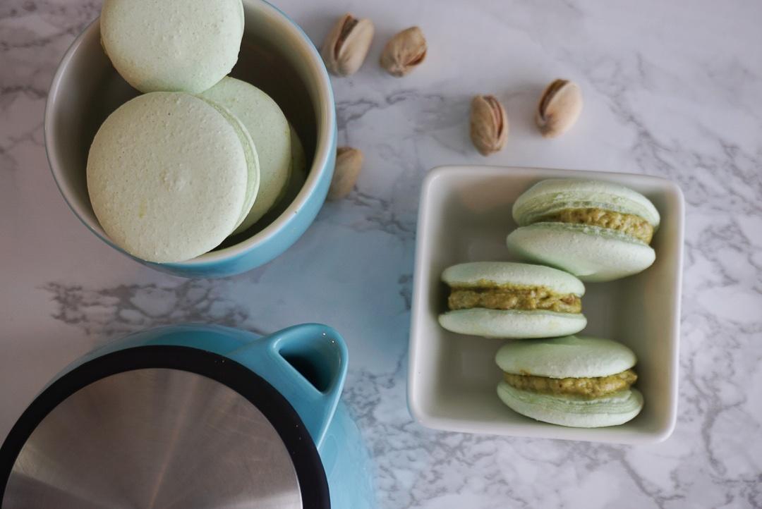 pistachio vegan macarons